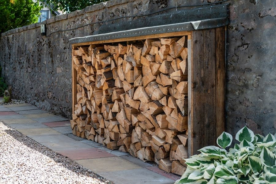 Wood store for the fire burner