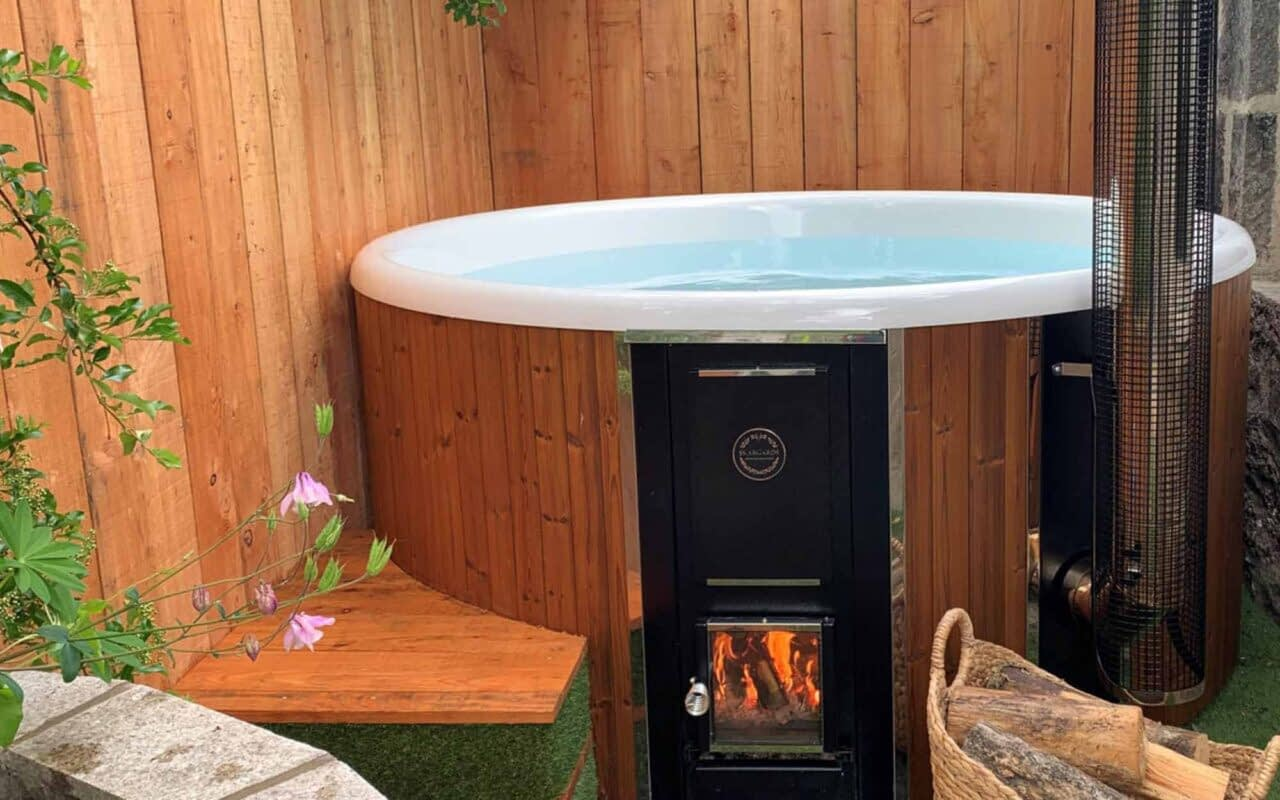 Enjoy a self-catering accommodation with a hot tub in Ballater