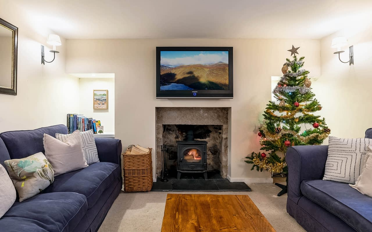 Living room in this holiday home Ballater